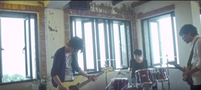 バンド演奏のシーン