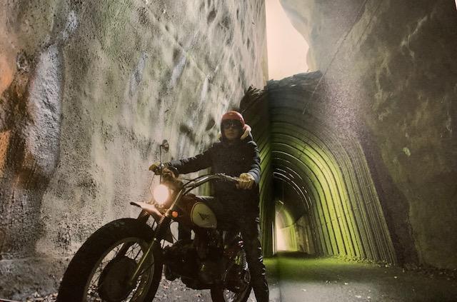 向山トンネルに稲葉さん