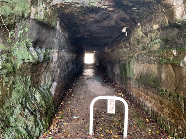 怪しすぎるトンネル