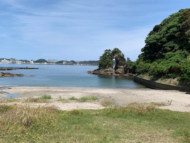 めがね岩前のビーチ